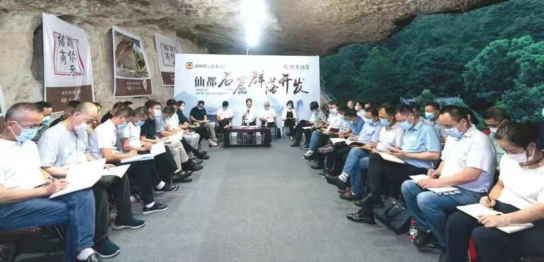 千年石窟内,缙云县委书记与政协委员促膝深聊这件大事!